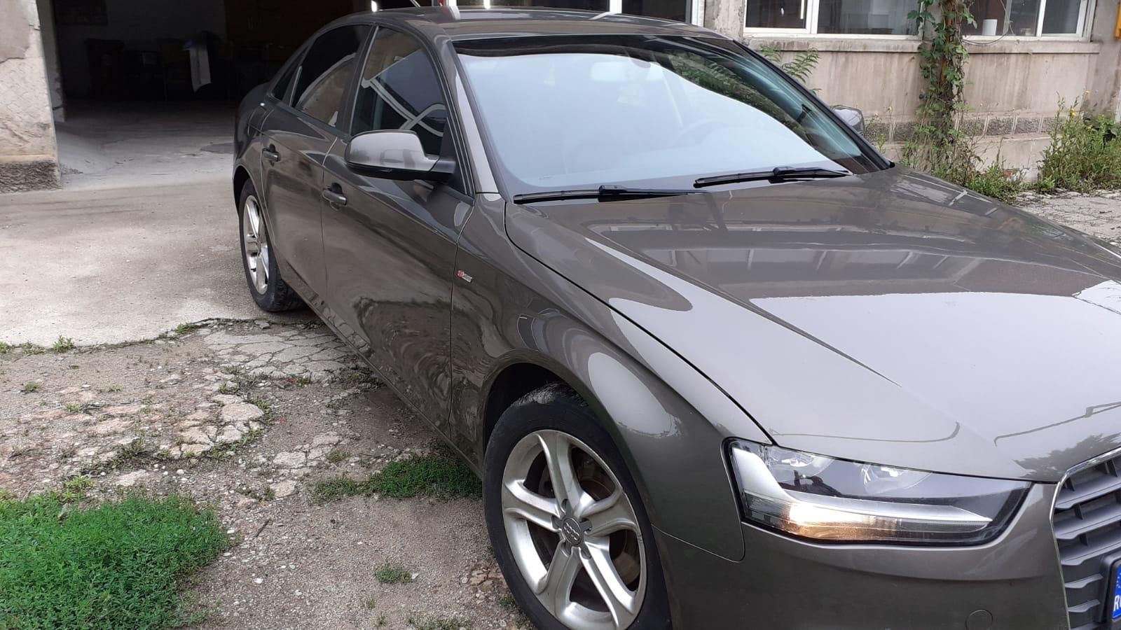 Audi A4 Limuzină-vopsit integral (1)